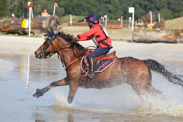 Airbag Equitation enfant Hit Air Complet Kid maindru-complet-as-poney2