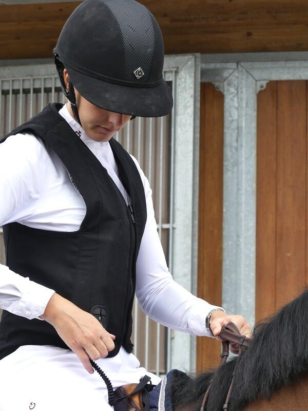 gilet-airbag-equitation-belair-askara-allshot-sécurité-cavalier